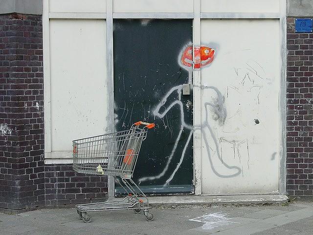Tu ce îți mai cumperi de la magazinul din colț ?