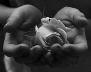 De când nu mai este la modă să oferi flori unei fete?