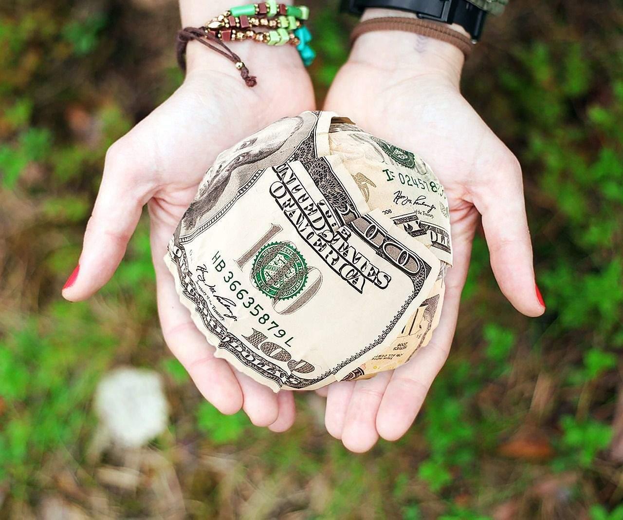 Primele efecte ale măririlor de salarii și pensii