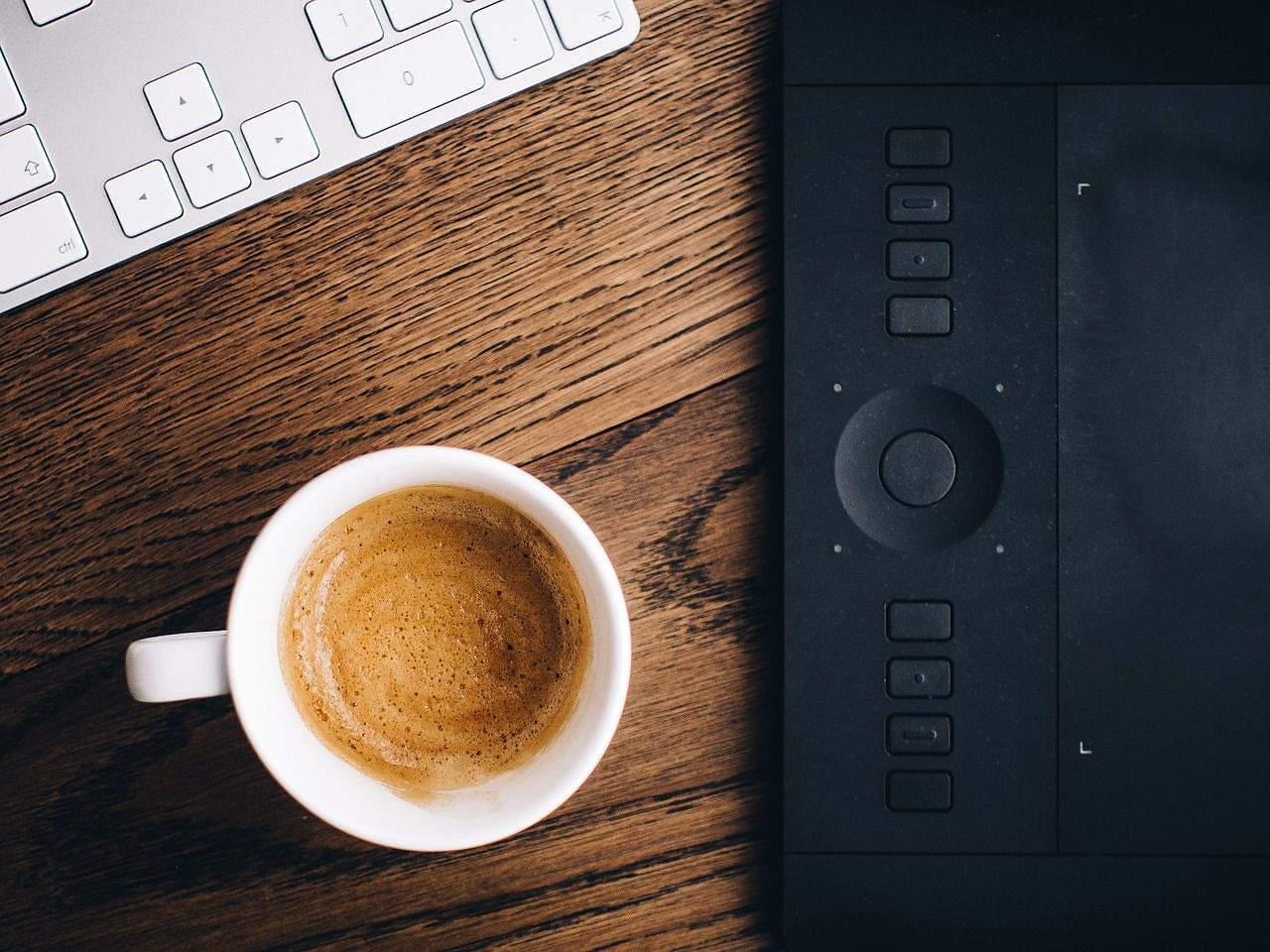 5 bloggeri cu care îmi beau cafeaua dimineața