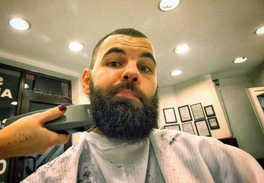 #oamenifrumoși: Alin Pândaru își rade barba pentru Adina