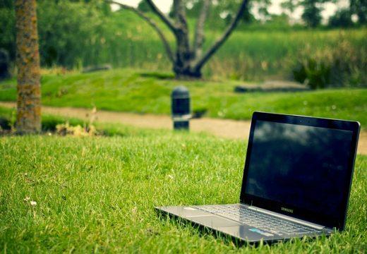 Cum faci laptopul să te țină cât mai mult