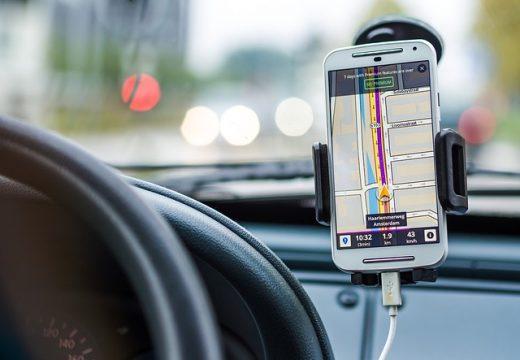 GPS separat sau pe telefon?