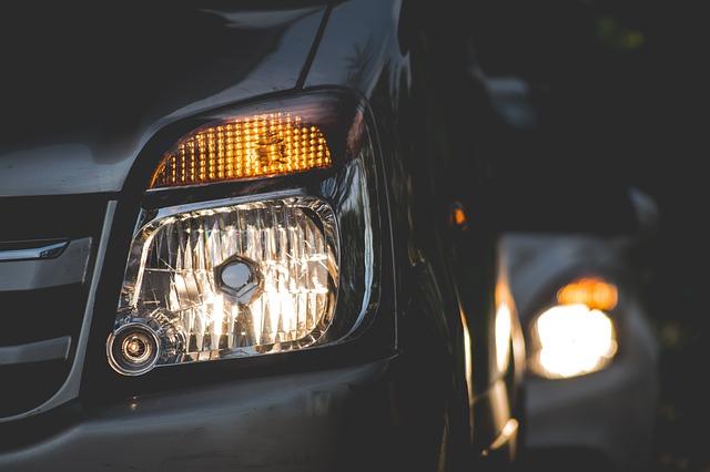 Cam cât de greu poate fi să schimbi becuri la mașină?